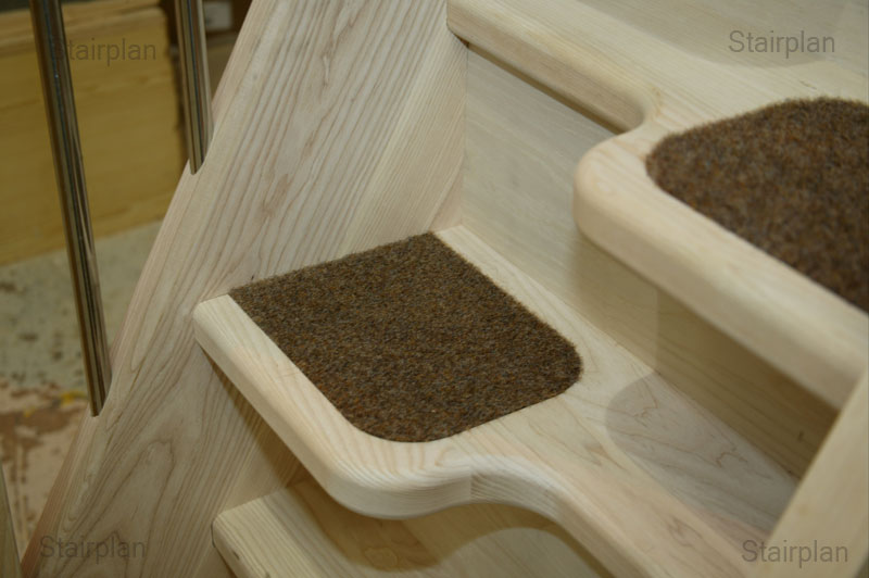 Alternating tread staircases with carpet inserts