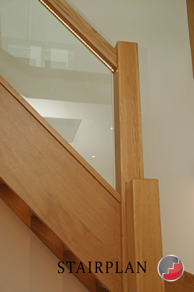 Oak handrail wit LED lighting