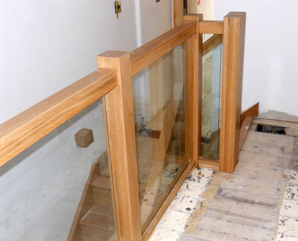 Oak square handrail with vision glass panels