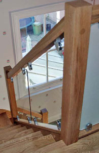 Vision glass balustrade with brackets